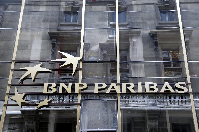 Fachada de uma agência do banco francês BNP Paribas.