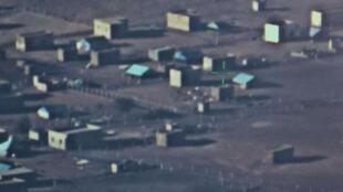 Village saharien vu d'une caméra américaine montée sur un avion de reconnaissance type « Basler » mauritanien.