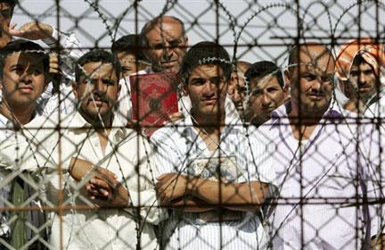 Des prisonniers irakiens dans la prison d'Abou Ghraib.