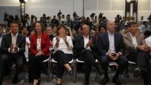 Da esq. para a dir., Manuel Valls, Ségolène Royal, Martine Aubry, François Hollande, Jean-Michel Baylet e Arnaud Montebourg.
