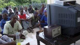 La moyenne quotidienne mondiale de l'audience télé fut de 3h10 en 2010, sleon l'enquête Eurodata TV.