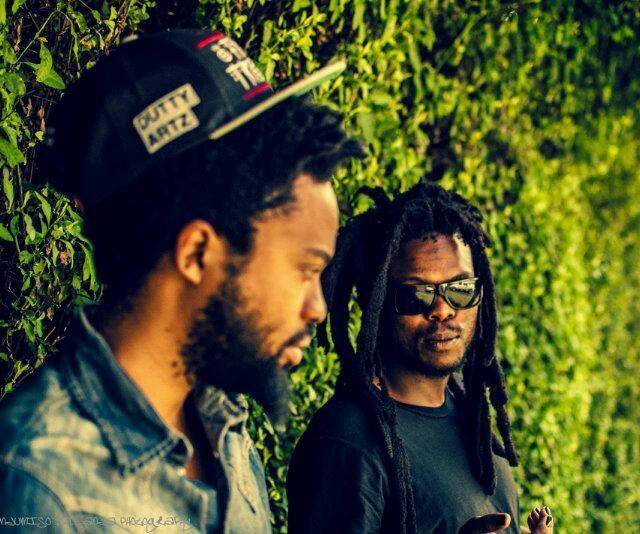Le chanteur et le batteur du groupe «post-rock», qui a sorti en juin son nouvel album, «The boys doin' it», avec un hommage à Hugh Masekela.