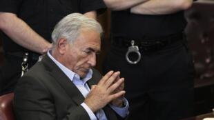 Prisão de Dominique Strauss-Kahn foi noticiada primeiro nas redes sociais da internet.