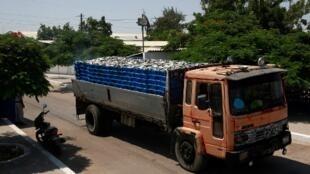 Camião nas estradas da província angolana de Benguela
