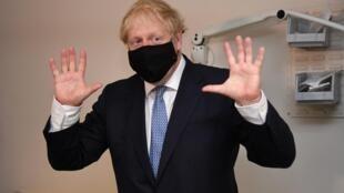 Un an après l'arrivée de Boris Johnson au pouvoir, son bilan est mitigé. Même s'il a réussi le pari du Brexit, il a très vite été rattrapé par le coronavirus où sa gestion de la crise sanitaire a été critiquée.