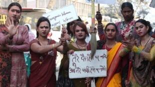 Les personnes transgenres et les eunuques vivent en marge de la société indienne, une société traditionnellement conservatrice.