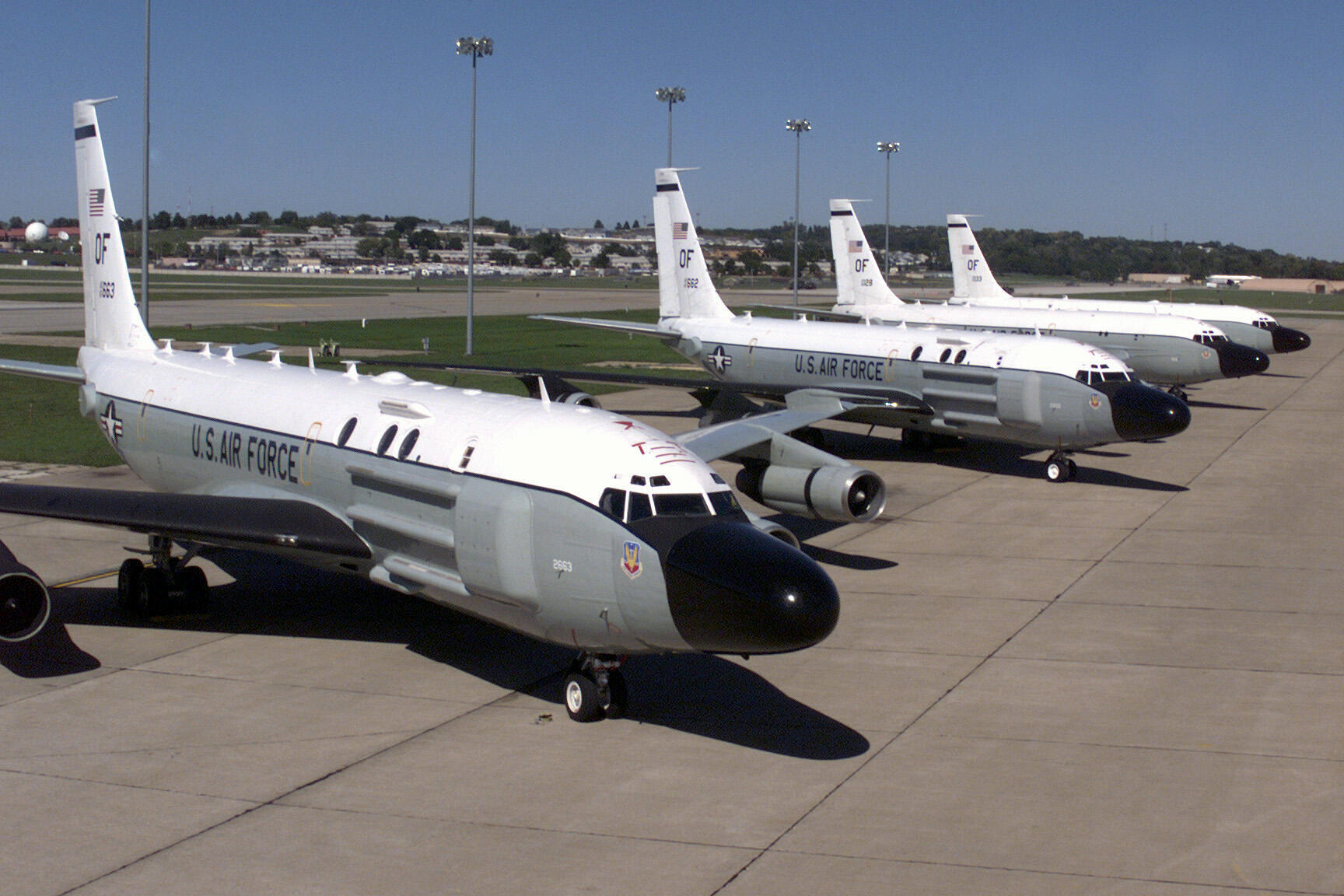 Os RC-135 são utilizados pela Força Aérea dos EUA em guerras eletrônicas (utilizam a energia eletromagnética para destruir, neutralizar ou reduzir a capacidade de combate).