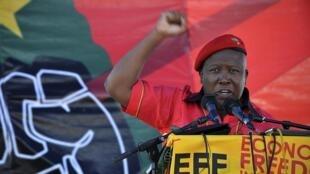 Julius Malema lors du lancement de son nouveau parti politique, Les combattants de la liberté économique (Economic Freedom Fighters, EFF), à Marikana, Afrique du Sud, le 14 octobre 2013.