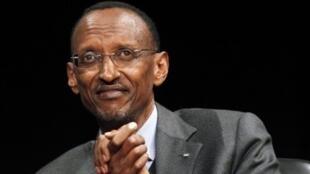 Aubervilliers, en Seine-St-Denis, le 11 septembre 2011. Le président rwandais Paul Kagame rencontre la diaspora.