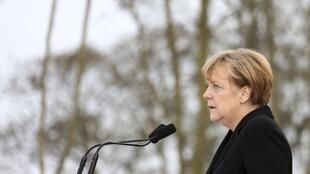 Elle n'est pas convaincue par l'instauration du salaire minimum et pourtant Angela Merkel a fini par accepter la condition posée par les sociaux-démocrates pour former un gouvernement de coalition.