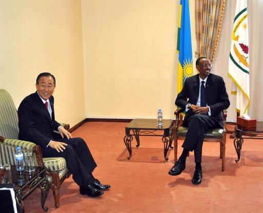 UN Secretary-General Ban Ki-Moon (L) with Rwandan President Paul Kagame in Kigali