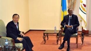 Le secrétaire général de l'ONU Ban Ki-moon et le président rwandais Paul Kagame, à Kigali.
