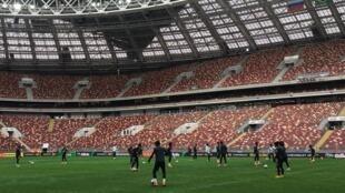 Seleção brasileira treina em Moscou na véspera do jogo amistoso contra a Rússia.