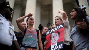 Des femmes manifestent contre la nomination du juge Kavanaugh à la Cour suprême des Etats-Unis, le 6 octobre 2018.