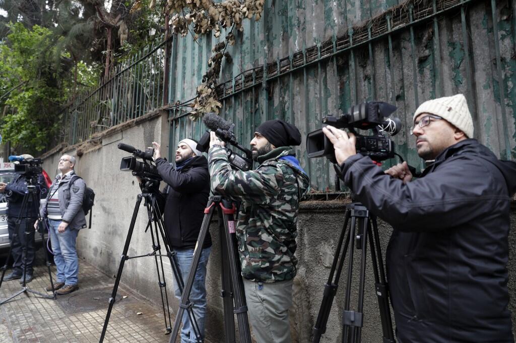 Журналисты перед домом Карлоса Гона в Бейруте, 31 декабря 2019 года