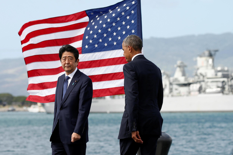 Barack Obama e Shinzo Abe juntos em Pearl Harbou, Honolulu, Hawai