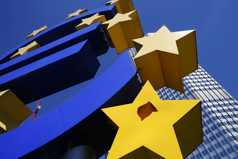 A zona do euro deixa para trás dois anos de recessão beneficiada pela queda dos preços do petróleo, da cotação do euro e da ação do Banco Central Europeu.