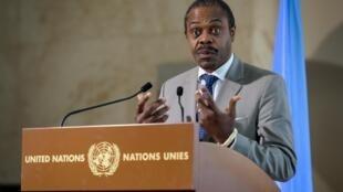 Le Docteur Oly Ilunga, ministre de la Santé de la RDC, lors d'une conférence de presse à l'issue d'une réunion des Nations Unies sur le virus Ebola en République démocratique du Congo, tenue à Genève, le 15 juillet 2019.