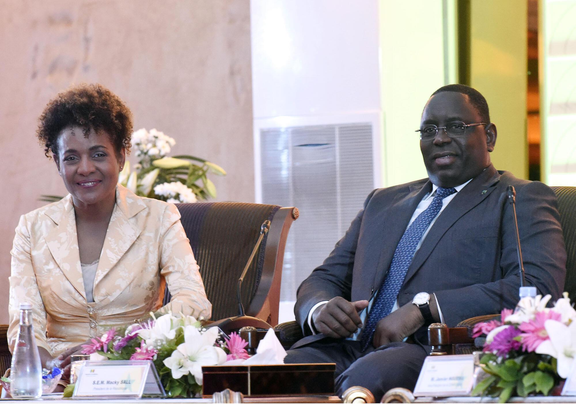 La secrétaire générale de la Francophonie Michaëlle Jean et le président sénégalais Macky Sall, à Dakar le 5 octobre.