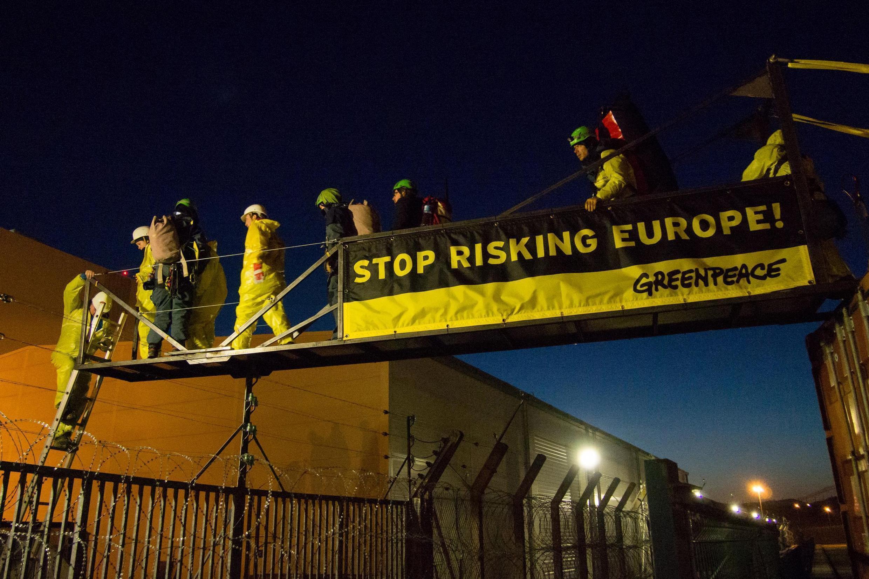 A polícia francesa prendeu 55 ativistas do Greenpeace na terça-feira (18) que forçaram a entrada na usina nuclear de Fessenheim.