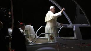 Папа Франциск в аэропорту Манилы 15/01/2015