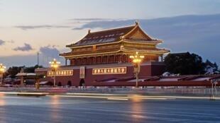 La place Tiananmen la nuit