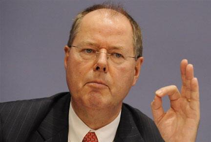 En Allemagne, un vif débat a été engagé au sujet des revenus annexes de Peer Steinbrück.