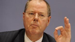 Peer Steinbrück Babban mai adawa da Merkel a kasar Jamus