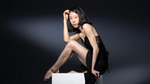 Foto de archivo tomada el 4 de septiembre de 2019, la bailarina de ballet coreana Sae Eun Park, al iniciar su ciclo de  estreno' en el Ballet de la Ópera de París, posando durante una sesión de fotos en París.