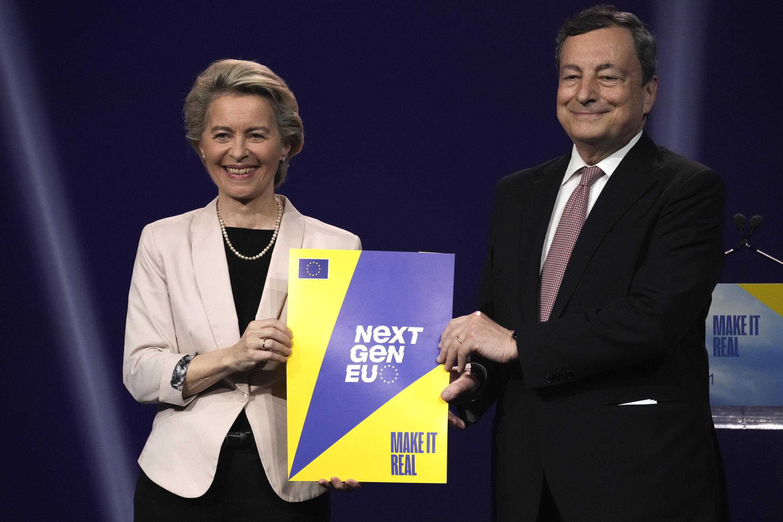 Le Premier ministre italien Mario Draghi et la présidente de la Commission européenne Ursula von der Leyen aux studios Cinecittà de Rome le 22 juin 2021.