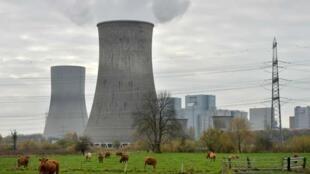 """یک کارخانه زغال سنگ، واقع در شهر """"هام"""" آلمان، متعلق به """" RWE """" یکی از شرکتهای بزرگ تأمین انرژی این کشور."""