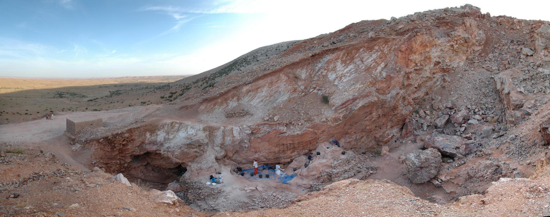 Sítio arqueológico de Jebel Irhoud, Marrocos, onde foram descobertos restos humanos com mais de 300 mil anos.