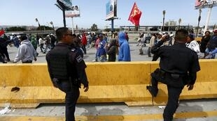 Marcha de campesinos en San Isidro, frontera entre Estados Unidos y México, Baja California, 29 de marzo de 2015.