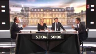 Francois Hollande (trái) và Nicolas Sarkozy trong cuộc tranh luận nảy lửa trên truyền hình  tối ngày 02/05/2012.
