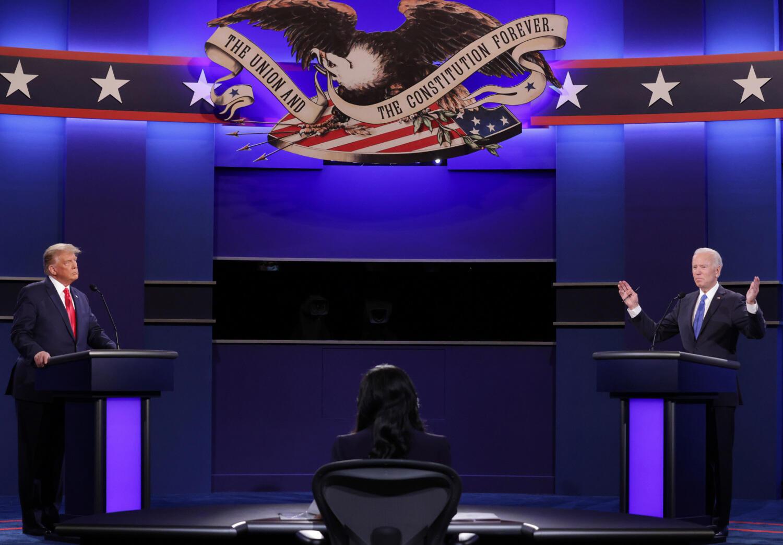 Le président Donald Trump et le candidat démocrate Joe Biden lors de leur dernier débat télévisé à Nashville, le 22 octobre 2020.