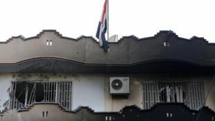 Un edificio de la embajada iraquí después del ataque del grupo Estado Islámico este lunes en Kabul, Afganistán.