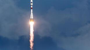 Une fusée Soyouz en train de décoller du centre spatial européen de Kourou, en Guyane française le 17 décembre 2015.