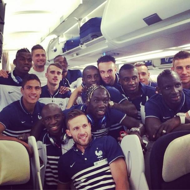 Seleção francesa em avião que levou a equipe para o Brasil.