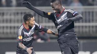 Michel Bastos (em foto de junho de 2012) marcou o gol da vitório contra o vizinho Saint-Étienne.