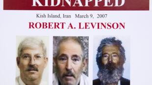 美国联邦调查局2012年制发的一份莱文森消失案的组合图片,图左是其未消失之前的照片,中央为绑架者曾发布的一份视频当中的截图,右边是莱文森五年关押后可能的相貌(如果还活着的话)。