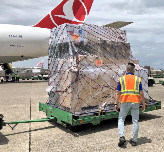 立陶宛赠送台湾的疫苗抵达桃园机场