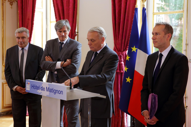 Премьер-министр Жан-Марк Эро делает заявление в Матиньонском дворце по поводу эконалога 29/10/2013