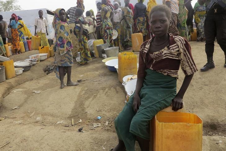 Wasu 'yan gudun hijirar Najeriya da suke tserewa rikicin Boko Haram a sansanin 'yan gudun hijira na Minawao dake arewacin kasar Kamaru. (18/02/2015).
