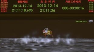 Màn hình tại Trung tâm kiểm soát Không gian Bắc Kinh, Trung Quốc, ngày 14/12/2013