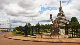 Monument de la réunification du Cameroun, à Yaoundé.