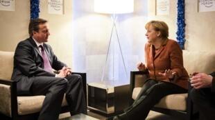 Firaministan Birtaniya (hagu) da Shugabar Gwamnatin Jamus Angela Merkel