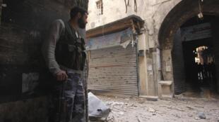 Un membre de l'Armée syrienne libre à Alep, le 26 février 2013.