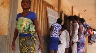 Des votants lors des élections législatives, à Lomé, le 20 décembre 2018.