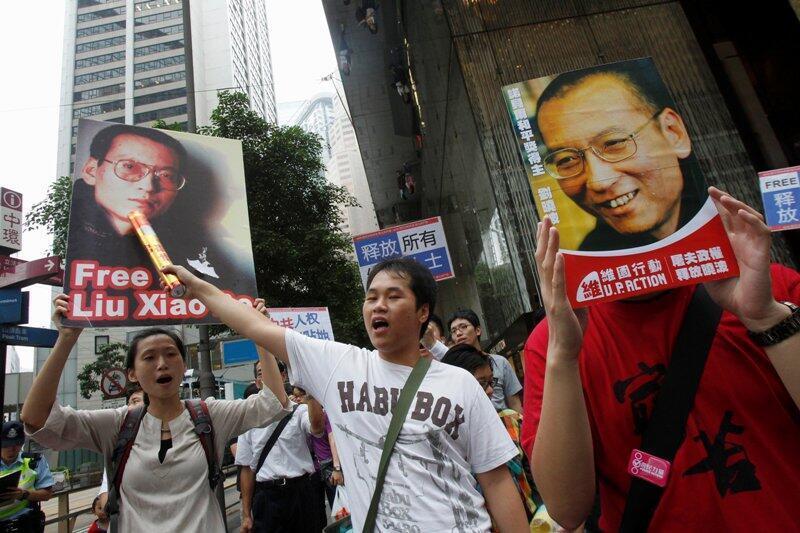 Em Hong Kong, manifestantes chineses pedem a libertação do Nobel da Paz Liu Xiaobo.