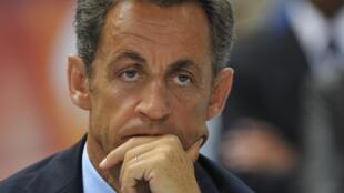 O presidente francês Nicolas Sarkozy endurece sua política de segurança.